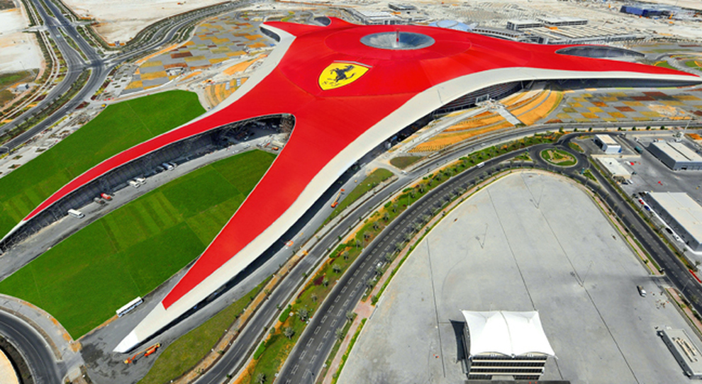 Gioiello del Golfo, ad Abu Dhabi il Ferrari World è già un successo