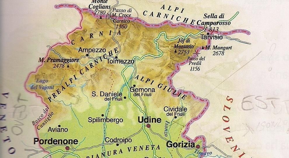 Cartina Fisica Del Friuli Venezia Giulia.E Zeppo Di Grossolani Errori Il Libro Di Scuola Della Quinta Elementare