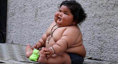 Bambino Otto Mesi.Ha Solo 8 Mesi Mangia Come Un Bimbo Di 10 Anni Pesa 17 Kg La