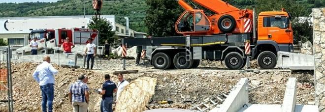 Schiacciato da una lastra di cemento  in cantiere: muore operaio 42enne