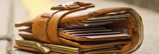 0610db0b6f Trovano un portafoglio con 20mila euro: i due 14enni rintracciano il  proprietario e glielo restituiscono