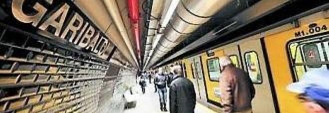 Lascia il treno per andare in bagno macchinista blocca la linea della metro - Supposte per andare in bagno ...