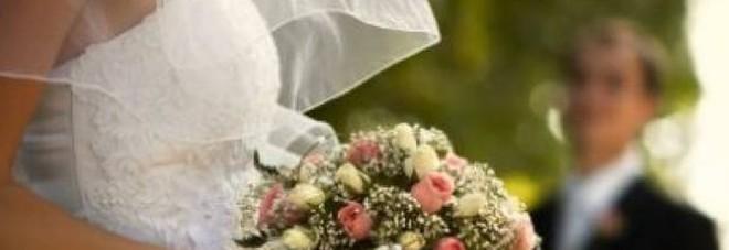 I figli si oppongono alle nozze del papà con la badante: e lui la sposa di nascosto