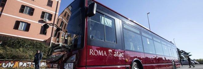 Lanciano un martello contro bus in corsa distrutta la - Autobus prima porta ...