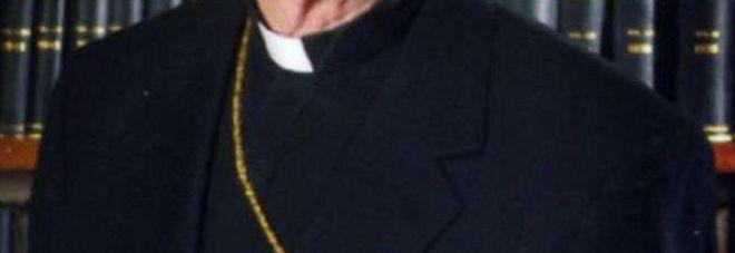 Calenzano, prete sorpreso in auto con bimba si difende: «Pensavo avesse 15 anni»