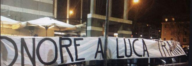 Roma, striscione choc a Ponte Milvio: «Onore a Traini», il nazi-giustiziere di Macerata