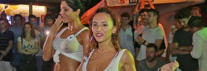 Miss Maglietta Bagnata: ragazze scatenate sotto una pioggia di gavettoni