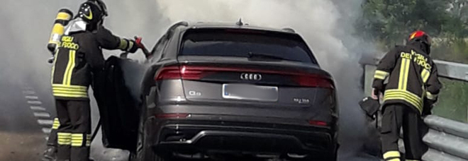 A31. Audi Q8 si incendia all'altezza del casello di Barbarano /Foto