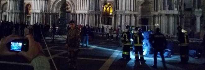 Allarme bomba a san marco pacco sospetto fatto brillare for Mobilia trieste piazza sansovino