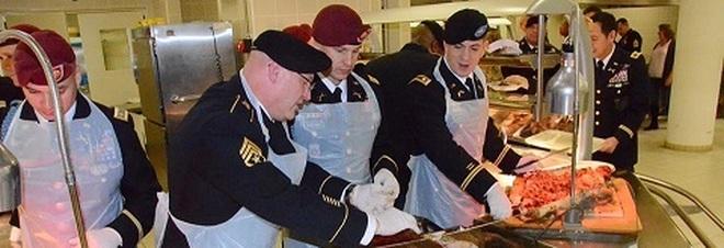 Gli ufficiali usa in versione camerieri servono il - Tacchino stampabile per il ringraziamento ...
