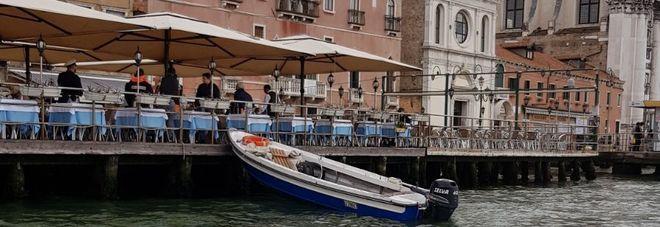 Barchino si schianta contro la terrazza del ristorante - Ristorante la finestra padova ...