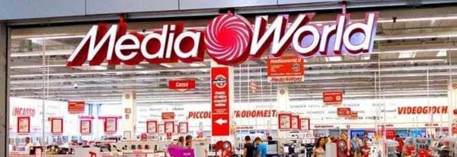 Ruba da Mediaworld, poi spintona  la guardia: 21enne in manette