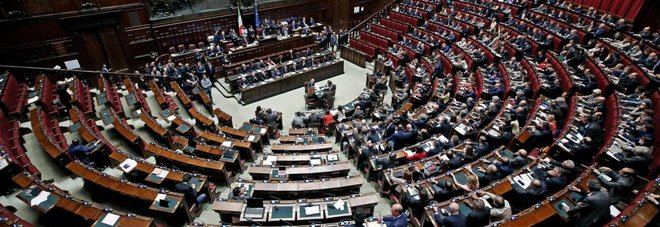 Rivoluzione per il parlamento unificati i dipendenti for Dipendenti camera dei deputati