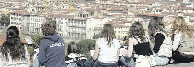 I compagni di classe stranieri non hanno soldi per la gita scolastica: scatta la colletta