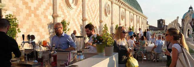 Riapre la terrazza della Basilica, canone del bar più salato: 4550 euro