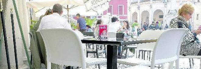 Molinari Tavoli E Sedie.Cambia Il Regolamento Sedie Fuorilegge Nei Bar Del Centro