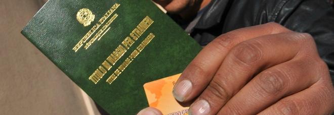 Falsi permessi di soggiorno per immigrati e assistenza for Permesso di soggiorno padova