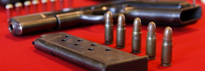 Trovato con armi fuori legge in casa negoziante in carcere - Professione casa mestre ...