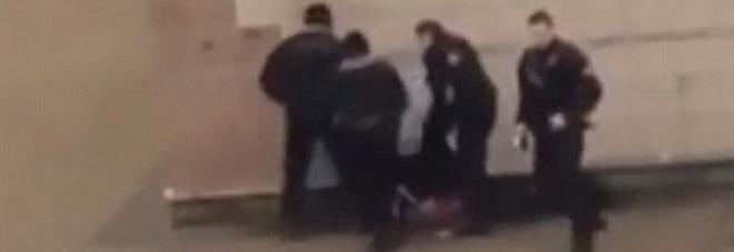 Parigi, ragazzo seviziato da polizia terza notte di sommosse # Ostéopathe Aulnay Sous Bois