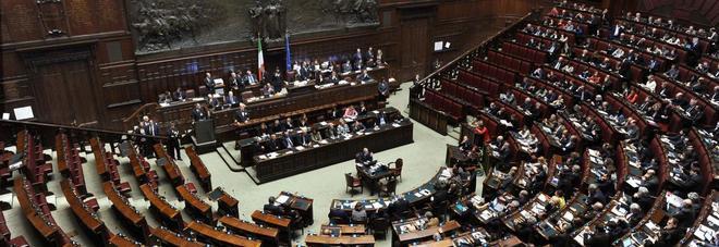 Camera scontro su legittima difesa il decreto ritorna in for Commissione difesa camera