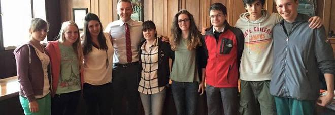 Nove studenti in soggiorno di studio in Inghilterra a spese del Comune