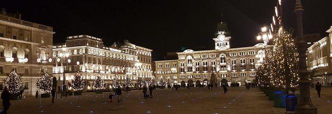 Trieste Natale Immagini.Acceso Il Natale In Piazza Unita 24 Abeti Addobbati E Illuminati