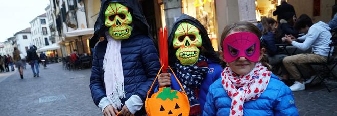 Halloween in oratorio: prete caccia via i bambini delle elementari
