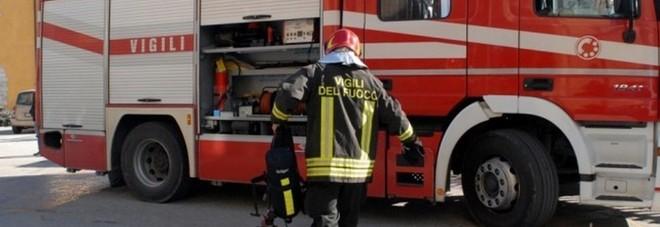 Incendio nel garage di un palazzo evacuati dodici for Costruzione di un soppalco nel garage