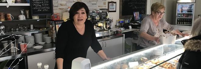 Apre alle 3.30, è il bar degli insonni: «E' sempre pieno, chiacchiere e caffè»