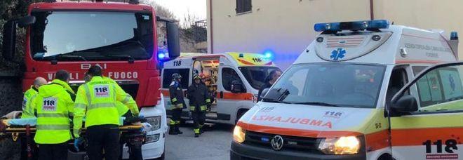 Brucia la casa muore bimbo di 5 anni il fratello si lancia dauna finestra ferito anche un pompiere - Bimbo gettato dalla finestra ...