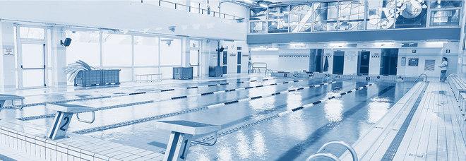 Lastra di vetro cade nella vasca della piscina grave un - Piscina comunale codroipo ...