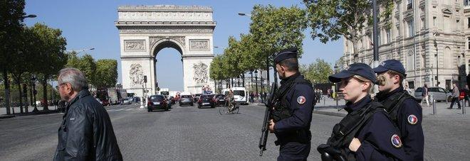 La paura a parigi scatena le pen il flop degli 007 for Parigi a febbraio