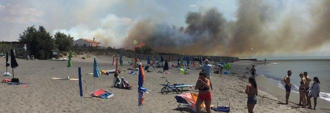 Matrimonio Ultima Spiaggia Capalbio : Incendio a capalbio evacuati lo stabilimento ultima