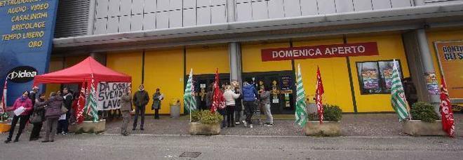 Mercatone Uno, clienti disperati Mobili e cucine pagati e ...