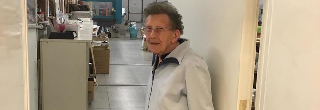 Ancora in fabbrica a 96 anni. Nonna Walchiria: «Lavorare è bello»