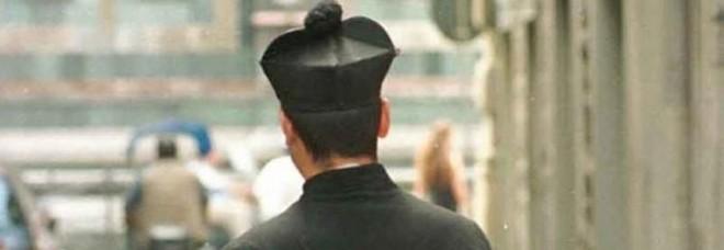 Roma, finto prete nascondeva tre chili di eroina: arrestato all'aeroporto di Fiumicino