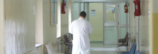 Dermatologo dirottava i pazienti dal pubblico allo studio privato in centro: indagato