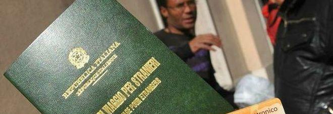Se ne infischia d 39 essere clandestino e va in questura come for Questura di vicenza permesso di soggiorno