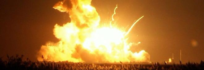 Razzo esplode al lancio catastrofe nasa le foto e il video - Immagini stampabili a razzo ...