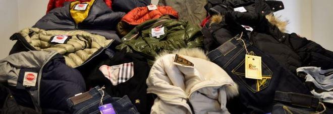 Griffe contraffatte e vendute online  21.000 vestiti sequestrati 18662a85694a