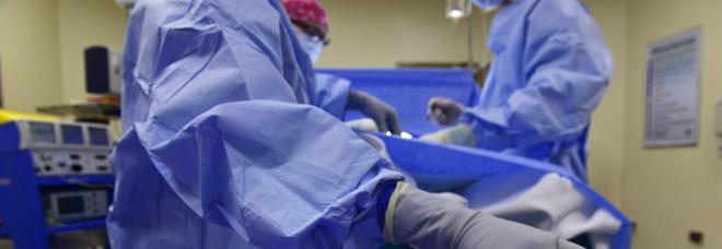 Finto chirurgo smascherato dal certificato di morte del paziente (Foto di skeeze da Pixabay)