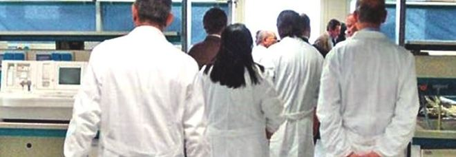Medici pensionati gratis in corsia, intanto i giovani dottori fuggono