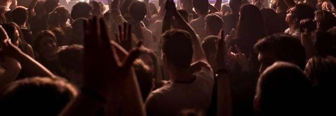 Droga, alcol a minori, persone stipate  Blitz nel locale notturno: via la licenza