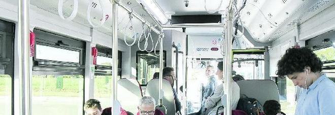 Lascia il posto a chi ha bisogno La svolta gentile nei bus di Padova