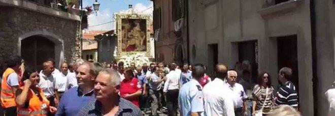 """Boss 'ndrangheta vuole portare  in spalla la """"Madonna delle nevi"""":  carabinieri bloccano la processione"""