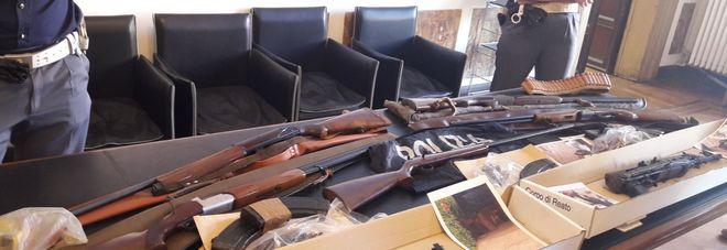 Kalashnikov e fucili scoperto un arsenale a casa di un - Professione casa mestre ...