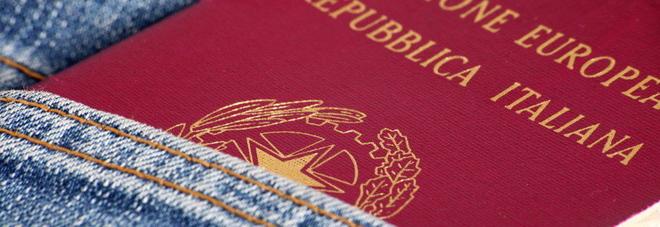 Passaporti, questura intasata: appuntamenti a 120 giorni e solo online