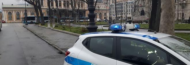 """""""Pizzicato"""" a fare pipì sulla statua di Sissi: 47enne finisce in galera"""