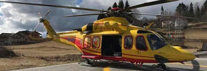 Recuperano scialpinista, precipita  elicottero dei pompieri: 2 feriti