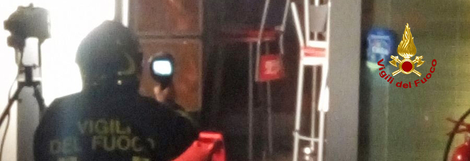 Incendio divampa in un bar: non si esclude il dolo